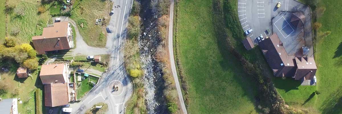Hauteur maximale de 150 mètres avec le drone